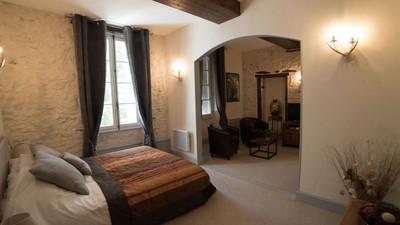 Ancienne Maison de Maitre du 17ème siècle offerte en vente comme Hostellerie de Campagne.