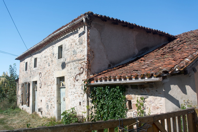 French property for sale in Luchapt, Vienne - €167,400 - photo 2
