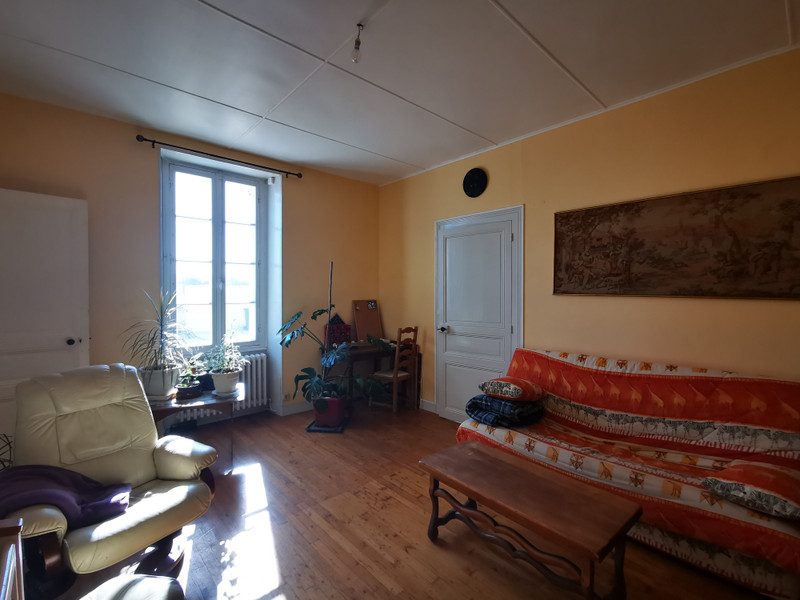 French property for sale in Burie, Charente-Maritime - €176,086 - photo 3