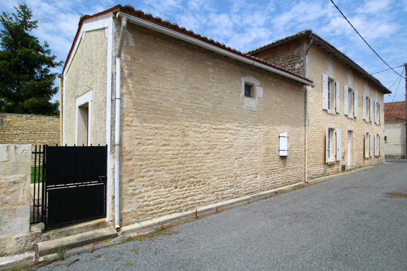 French property for sale in Fontaine-Chalendray, Charente-Maritime - €130,800 - photo 4
