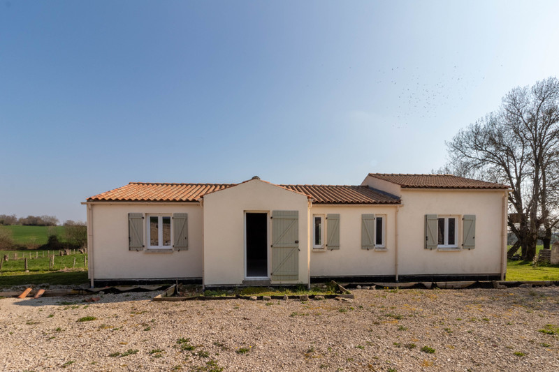 Maison à vendre à Fontaine-Chalendray, Charente-Maritime - 68 000 € - photo 1
