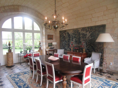 Superb property of 65ha in the Blayais area including 50 ha of vineyards and chartreuse style house.