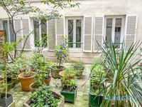 Paris 9eme, quartier Saint Georges, spacieux deux pièces, situé au RDC sur cour, idéal profession libérale.