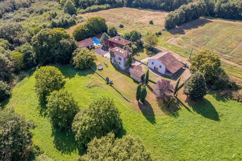 French property for sale in Champagne-et-Fontaine, Dordogne - €599,960 - photo 2