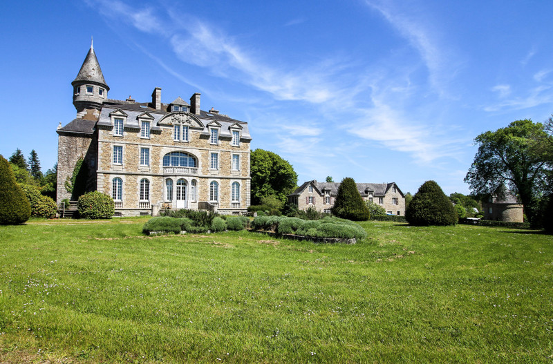 French property for sale in Trégunc, Finistère - €2,835,000 - photo 2