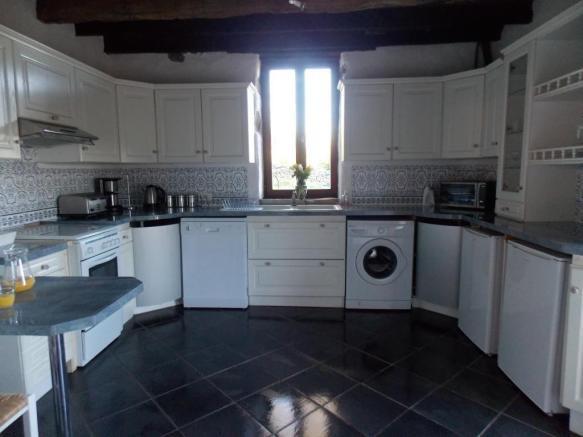 French property for sale in La Souterraine, Creuse - €172,800 - photo 9