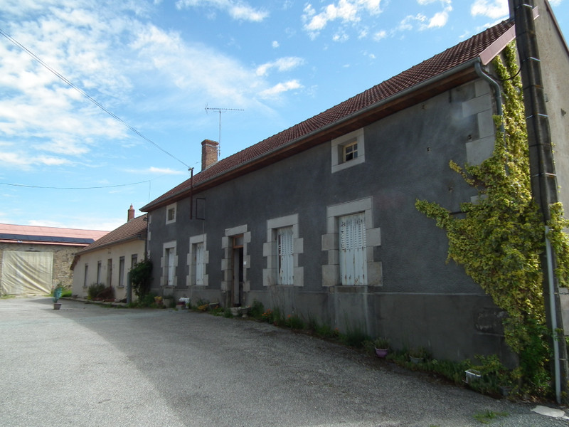 French property for sale in Auzances, Creuse - €119,900 - photo 2
