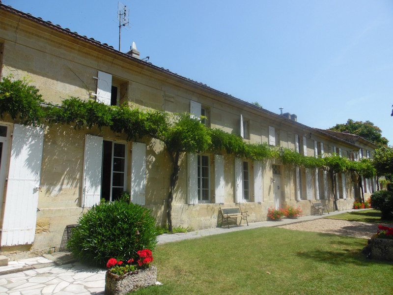 French property for sale in Bourg, Gironde - €898,880 - photo 3