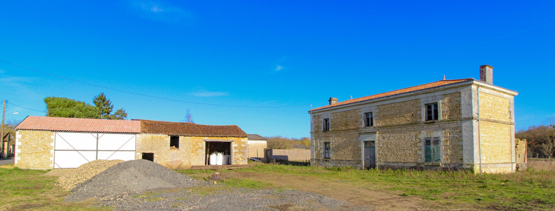 French property for sale in Monts-sur-Guesnes, Vienne - €66,000 - photo 2