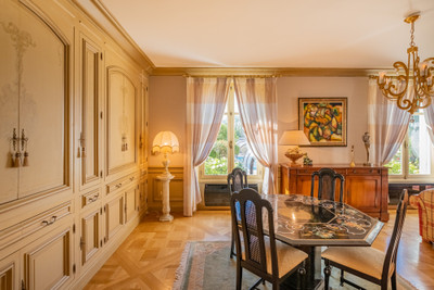 Luxury 6-bed main house, 2 guest houses, heated pool, gymnasium, sauna, elegant garden and river views.
