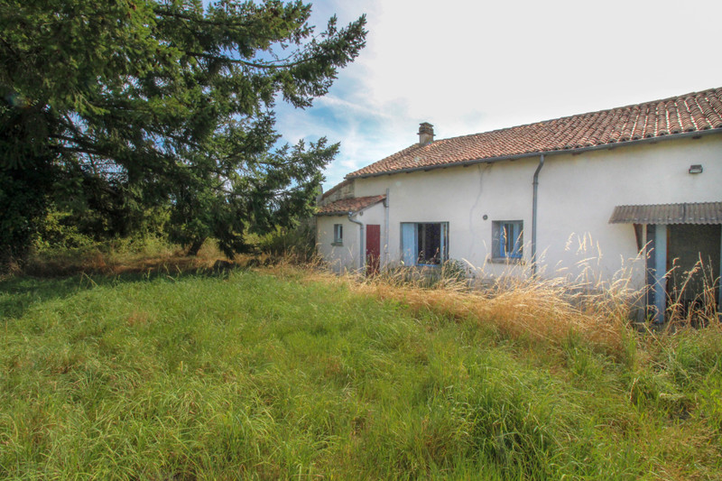 French property for sale in Saint-Junien-les-Combes, Haute-Vienne - €77,000 - photo 4
