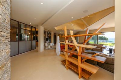 Ramatuelle, State of the Art villa with open views, helipad