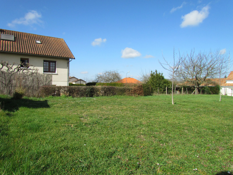 French property for sale in L'Isle-Jourdain, Vienne - €24,600 - photo 5