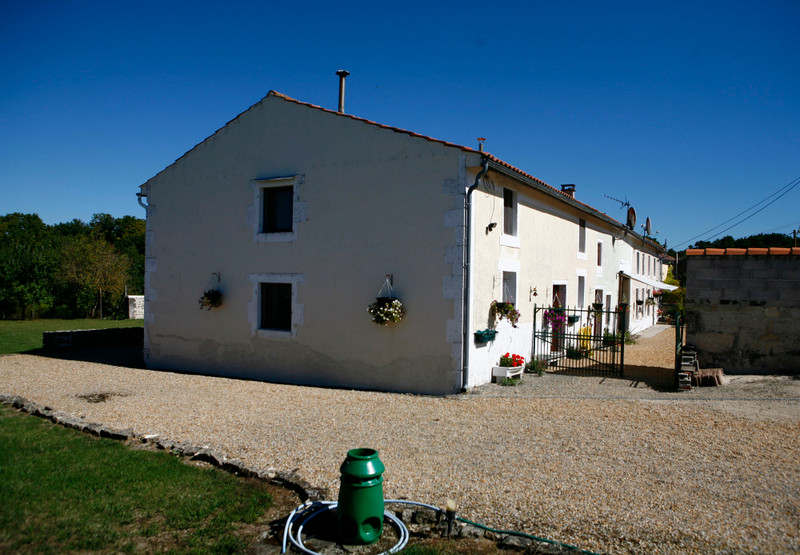 French property for sale in Fontaine-Chalendray, Charente-Maritime - €294,250 - photo 8