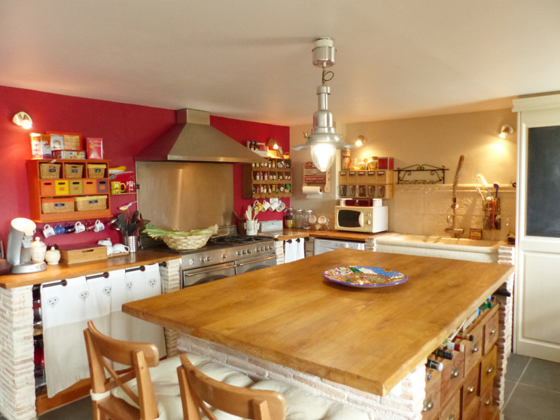French property for sale in Mouthiers-sur-Boëme, Charente - €381,600 - photo 4