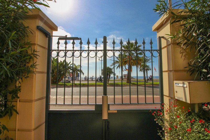 French property for sale in Nice, Alpes-Maritimes - €1,000,000 - photo 10