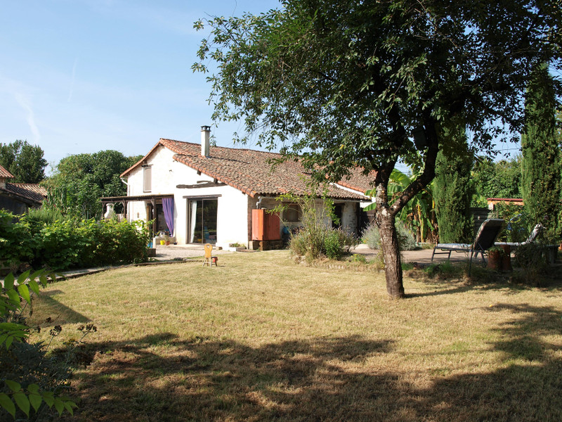 French property for sale in Chaunay, Vienne - €224,700 - photo 2
