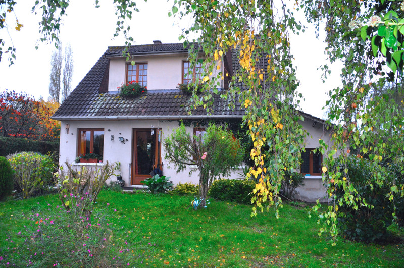 French property for sale in La Chapelle-aux-Choux, Sarthe - €194,400 - photo 2