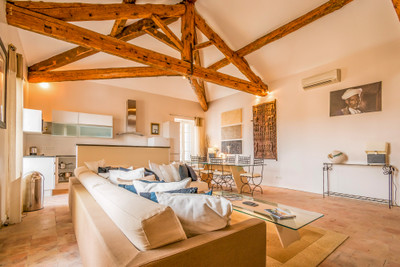 Breathtaking three-story Maison de Maître with 5 bedrooms and 5 bathrooms and full of character