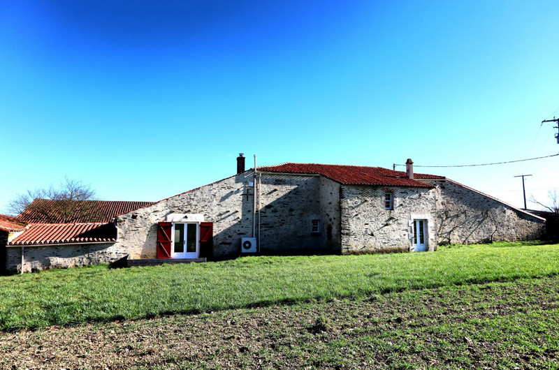 French property for sale in Chantonnay, Vendee - €318,000 - photo 9