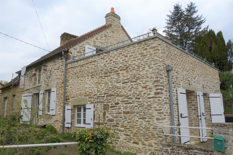 French property for sale in Champfrémont, Mayenne - €152,175 - photo 1