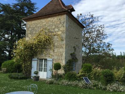 Château du XVIIIe siècle absolument magnifique et idéalement située au coeur d'une belle région du Sud Ouest