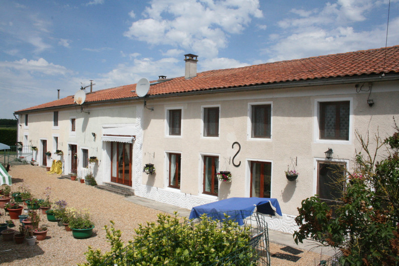 French property for sale in Fontaine-Chalendray, Charente-Maritime - €294,250 - photo 10
