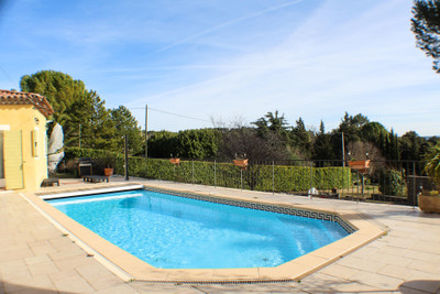 Fabulous house a few minutes walk from the vibrant village of Cotignac, Provence, 5 /6 bedrooms, swimming pool, garden, business potential, views, Provence