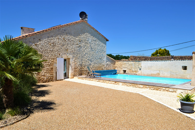 French property for sale in Angoulême, Charente - €336,000 - photo 3