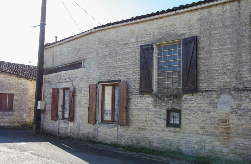 French property for sale in Fontaine-Chalendray, Charente-Maritime - €119,900 - photo 10