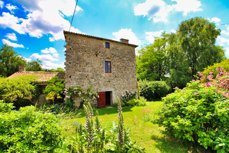 French property for sale in Brioux-sur-Boutonne, Deux-Sèvres - €141,700 - photo 10