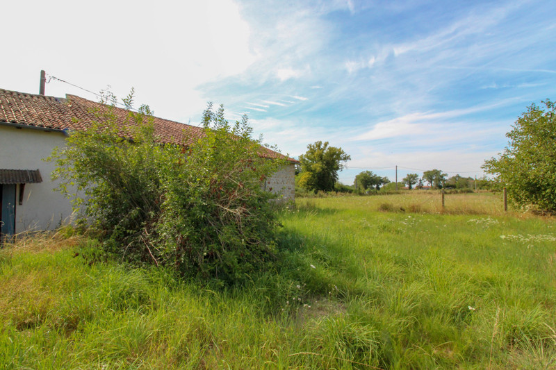 French property for sale in Saint-Junien-les-Combes, Haute-Vienne - €77,000 - photo 3