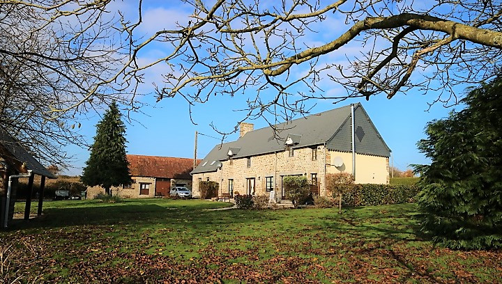 French property for sale in Buais, Manche - €259,300 - photo 2