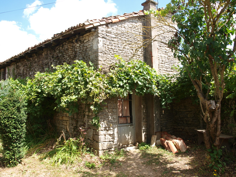 French property for sale in Saint-Pierre-d'Exideuil, Vienne - €65,600 - photo 2