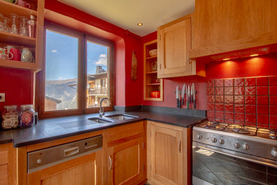 Chalet in great location in Courchevel near shops and lifts with large sunny garden & stunning panoramic views