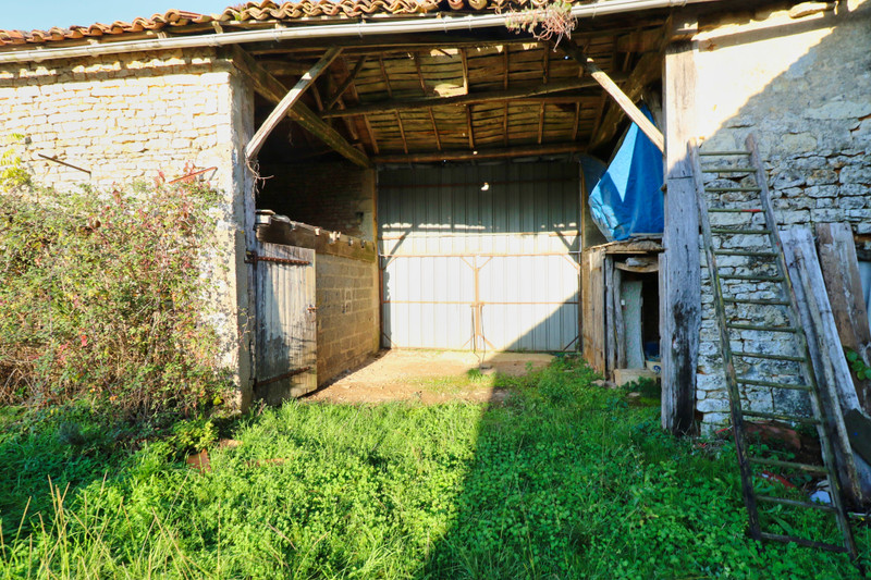 French property for sale in Montjean, Charente - €39,000 - photo 9