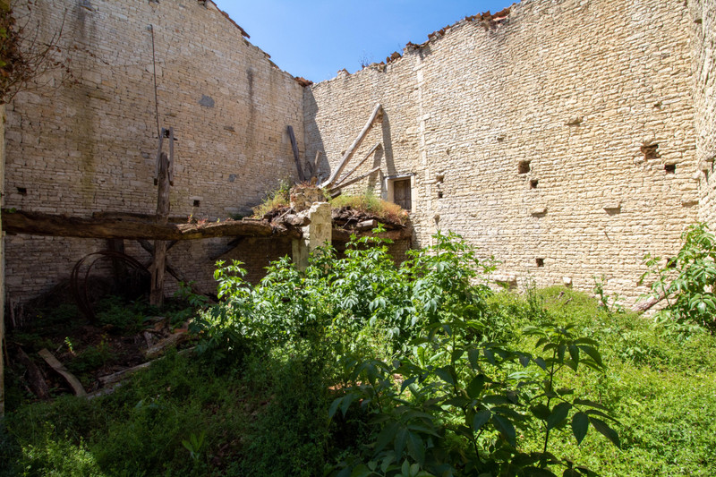 French property for sale in Courbillac, Charente - €26,600 - photo 4