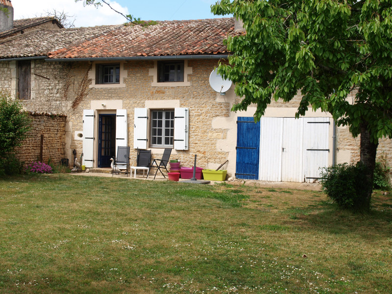 French property for sale in Lorigné, Deux-Sèvres - €82,999 - photo 2