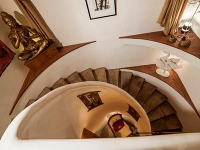 Chalet de luxe  d' architecture alpine skis aux pieds, 7 chambres  et logement privé pour le personnel.