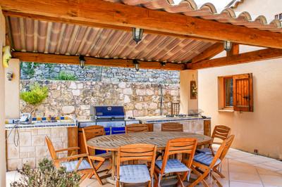 Une belle villa de 5 chambres avec des vues et une piscine située à distance de marche de Seillans