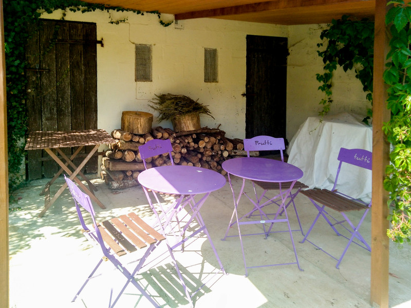 French property for sale in Vernoux-en-Gâtine, Deux Sevres - €236,470 - photo 2