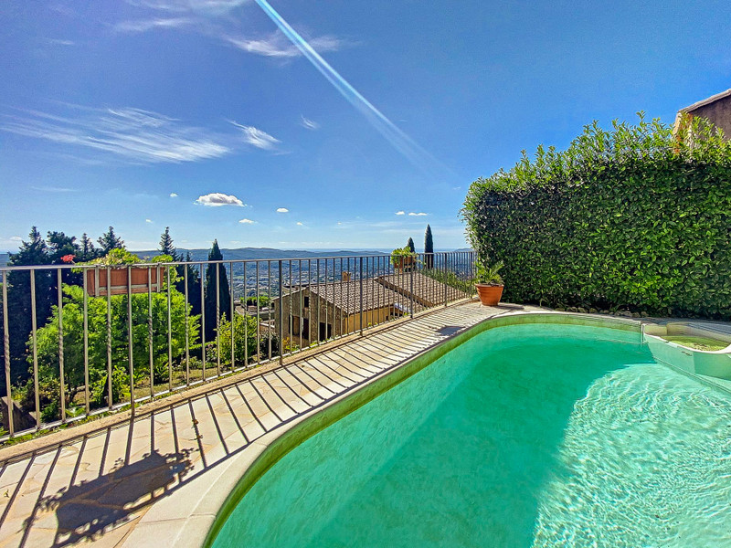 French property for sale in Grasse, Alpes-Maritimes - €550,000 - photo 2