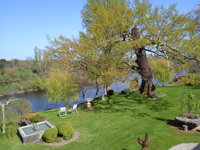 Luxury B&B, riverfront location, Immaculate grounds. A real slice of heaven!