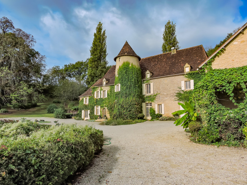 French property for sale in Limeuil, Dordogne - €1,700,000 - photo 2