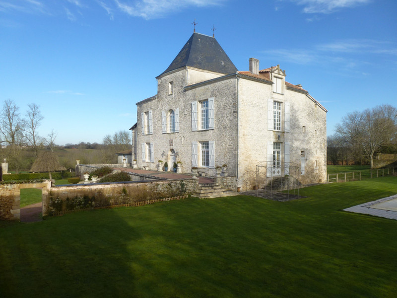 French property for sale in La Chapelle-Bâton, Deux Sevres - €1,260,000 - photo 7