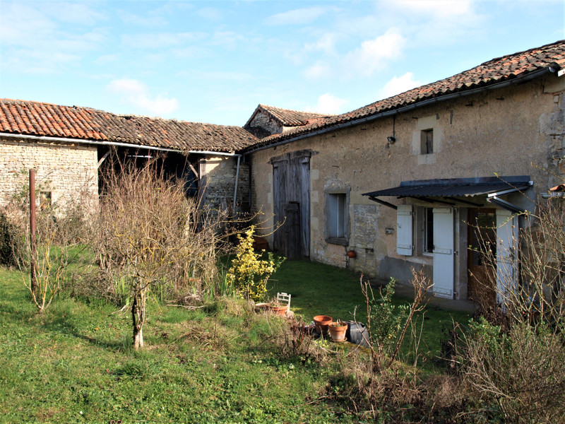 French property for sale in Montjean, Charente - €39,000 - photo 2
