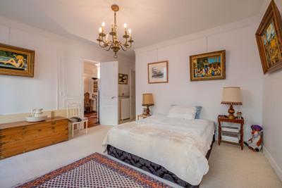 75008, Saint-Philippe-du-Roule. Appartement exceptionnel de 3 pièces (T3) CALME, LUMINEUX et TRAVERSANT au 4e étage d'un immeuble haussmannien, (voir Vidéo, Plan et images 360).