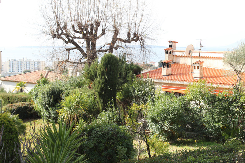 French property for sale in Antibes, Alpes-Maritimes - €350,000 - photo 2