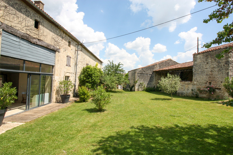 French property for sale in Dampierre-sur-Boutonne, Charente-Maritime - €381,600 - photo 10