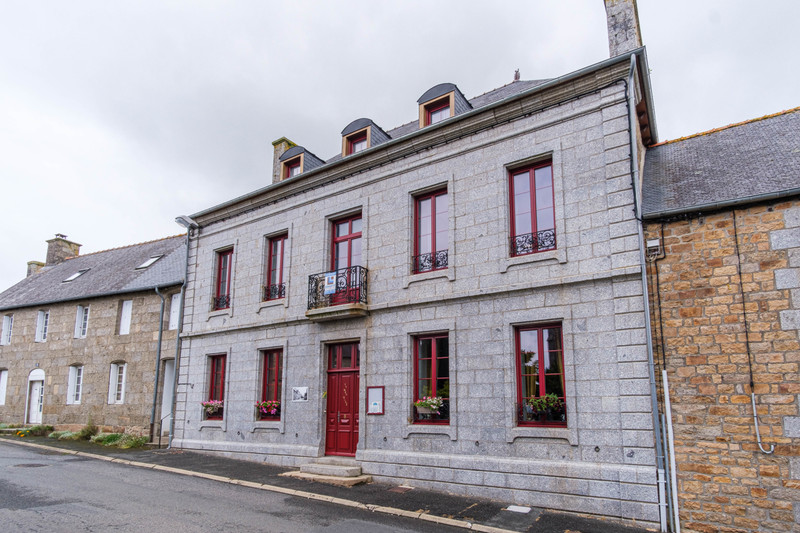 French property for sale in Louargat, Côtes-d'Armor - €699,600 - photo 2